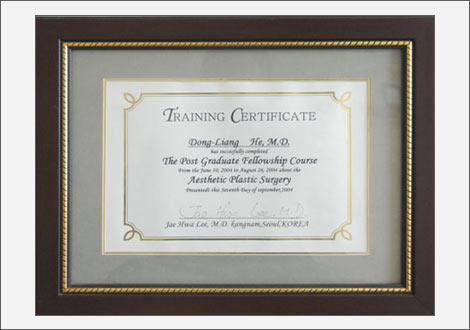 2004年韩国一流整形美容医生李在和院长授予毕业证书